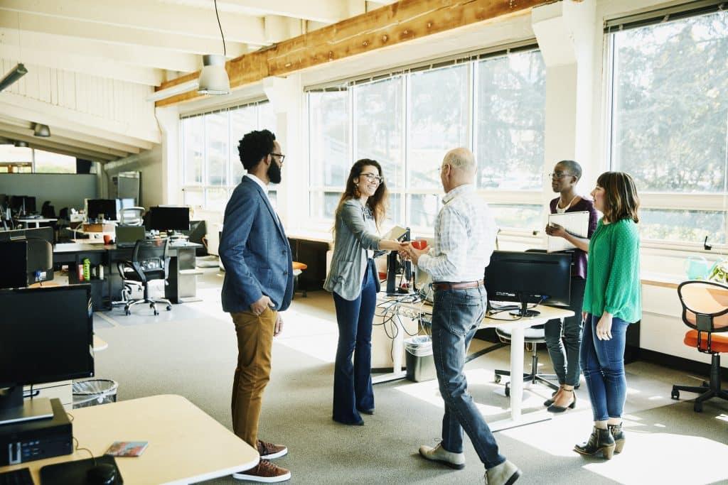 Quelle est la différence entre une entreprise industrielle et une entreprise commerciale ?